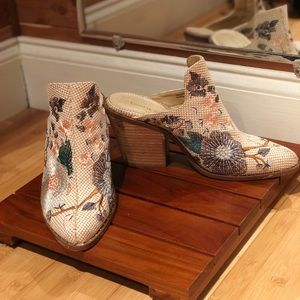 Chinese Laundry Perfect heeled  boots floral